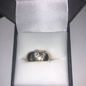 14 k yellow gold stamped ring with real diamonds